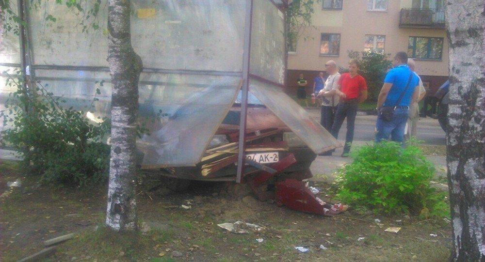 Витебск: нетрезвый шофёр на«Жигулях» въехал востановку