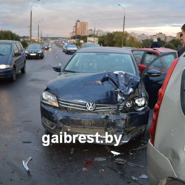 Сразу 13 авто столкнулись вБресте