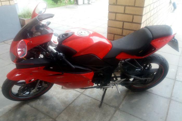 ВМинске нетрезвый бесправник наугнанном мотоцикле упал напротив РУВД