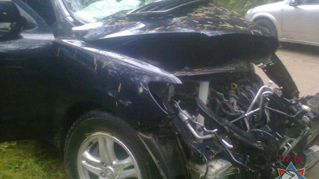 ВГлубокском районе автомобиль врезался вдерево— водителя извлекли cотрудники экстренных служб