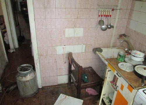 Выбитые двери иповрежденный Ниссан. Встоличной квартире взорвался самогонный аппарат