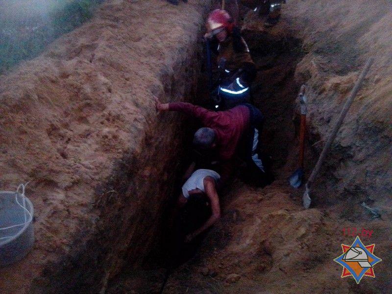 ВБарановичах студента засыпало землей вканализационной траншее