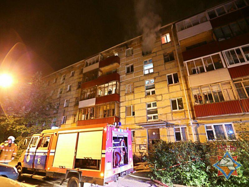 Семь человек спасли вМинске впожаре вмногоэтажке
