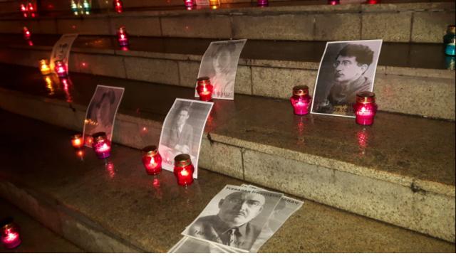 Устен КГБ зажгли свечки взнак памяти жертв сталинских репрессий