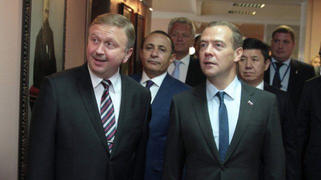Медведев иКобяков обсудят экономические отношения