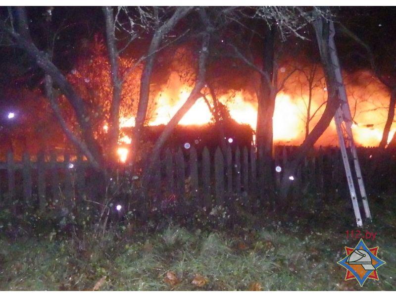 ВМогилевском районе огонь испепелил подворье иего владельца