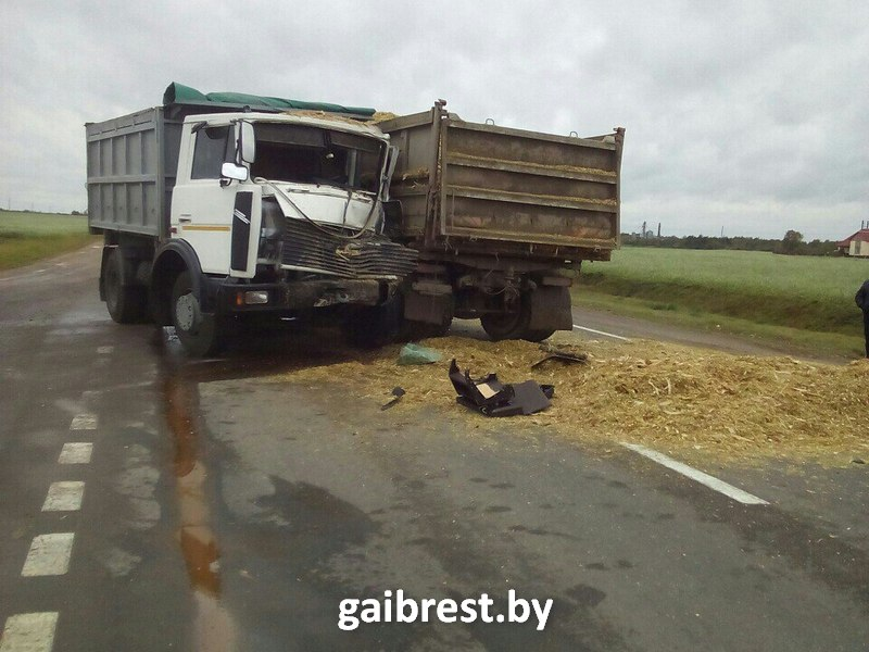ВКобринском районе столкнулись два фургона