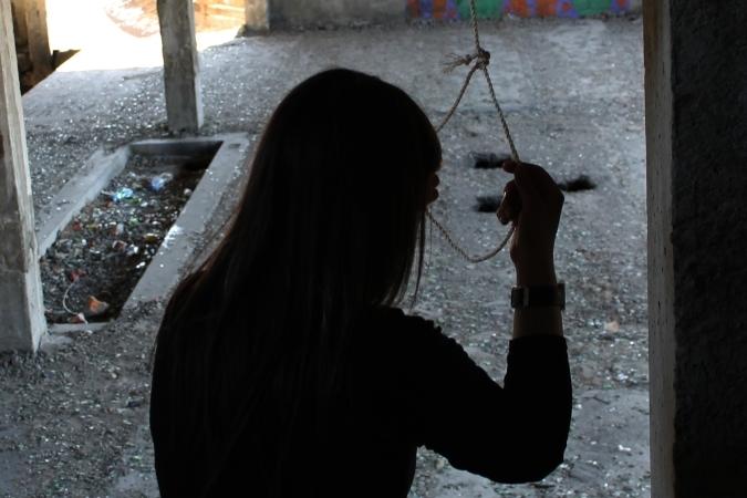 ВРогачевском районе около школы повесилась 14-летняя девочка