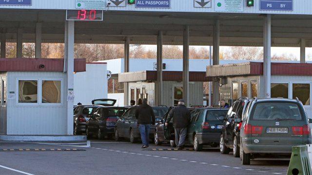 Более 370 легковых автомобилей ждут выезда награнице сПольшей