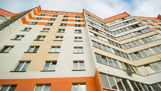 Выпавшая с8-го этажа жительница Светлогорска скончалась в клинике