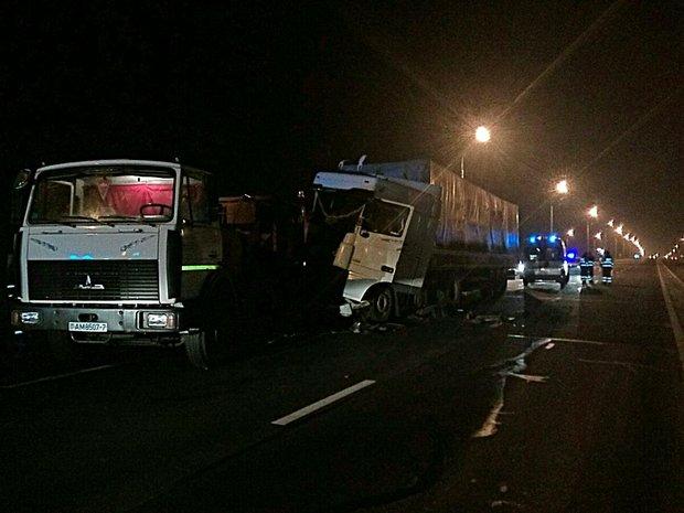 МЧС: вночной трагедии наМКАД умер дорожный рабочий