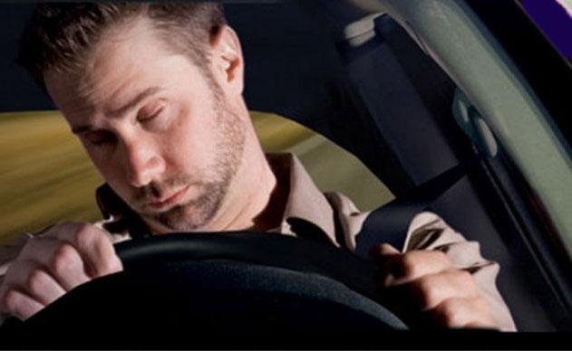 НаМКАД шофёр автомобиля с сотрудниками заснул зарулём