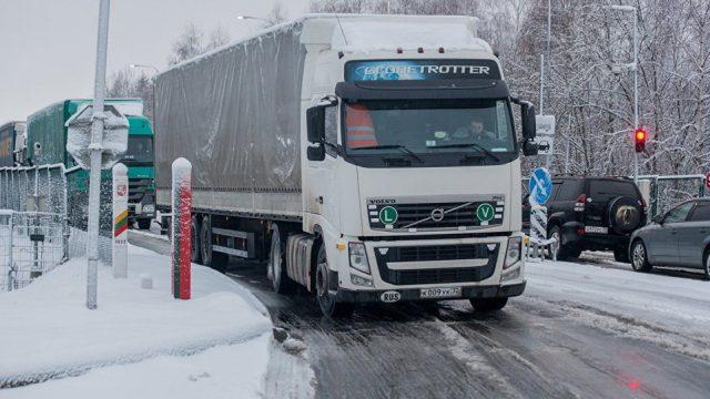 Навыезд вЛитву награнице стоят сотни фургонов