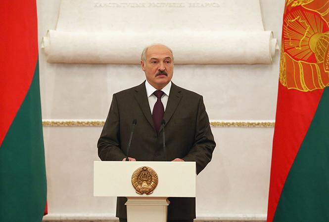 Денежных средств вмире достаточно, просто шевелиться нужно — Лукашенко