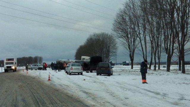 Под Молодечно столкнулись 4 машины, один шофёр умер