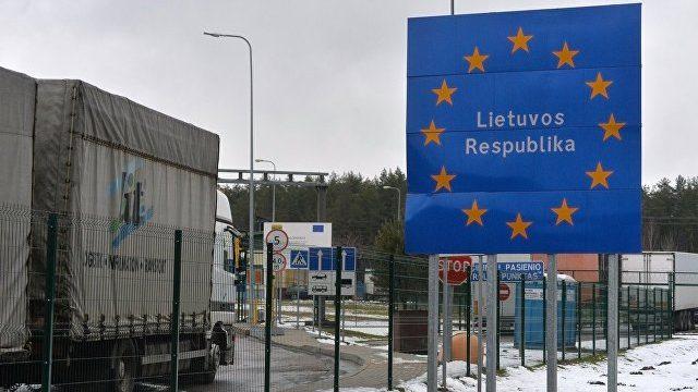 Литовские таможенники невпустили встрану машину ссоветской символикой