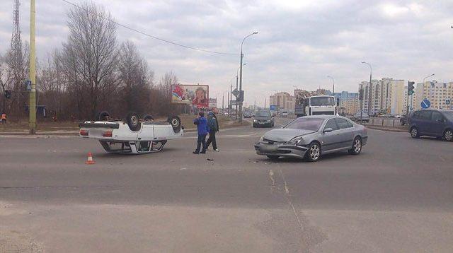 ВБресте ВАЗ лег накрышу после столкновения с«Пежо»— ГАИ