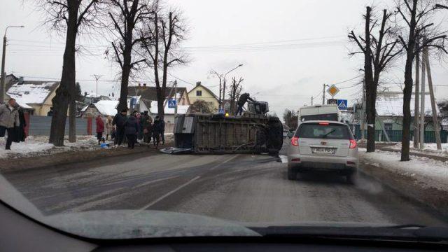 ВМинске после ДТП опрокинулась маршрутка спассажирами