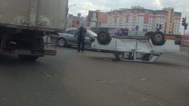 ВБресте ВАЗ лег накрышу после столкновения с«Пежо»— УВД