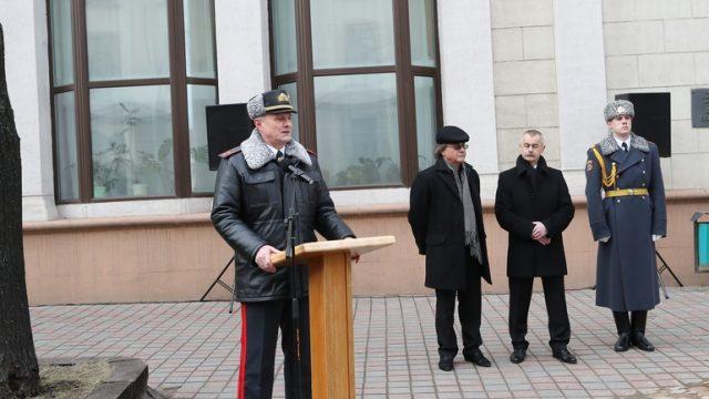 Руководитель МВД Шуневич признался, что собирает оружие