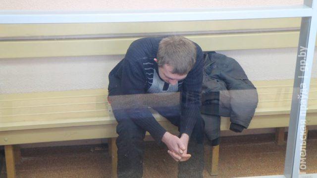 Парню, который зарубил девушку тесаком, суд Гомеля дал 20 лет