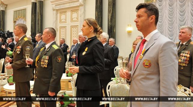 Лукашенко вспомнил, как елбулочки смаленькой Азаренко