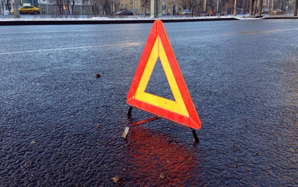 ВПушкиногорском районе микроавтобус с8 пассажирами врезался вбетонный блок