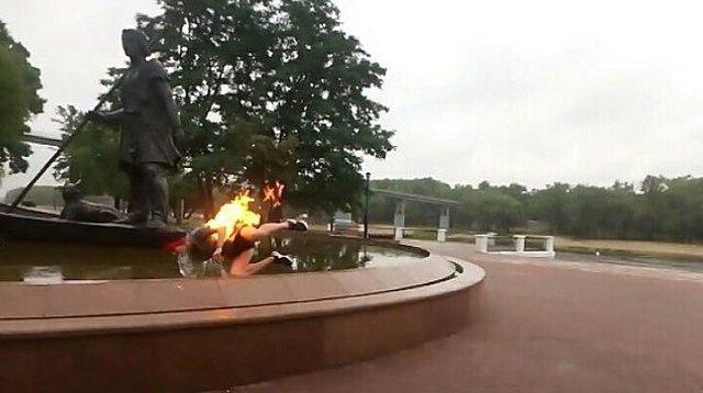 прыгнул в фонтан