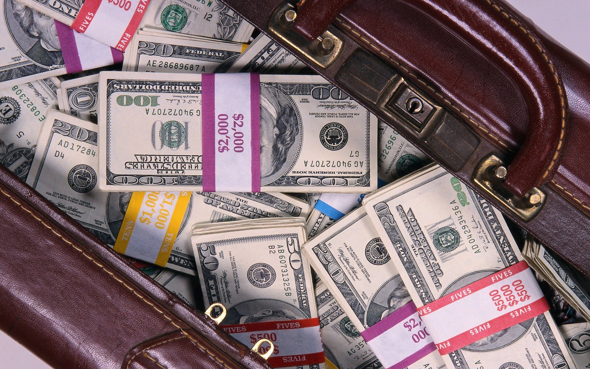 Семья изМолодечно забыла наулице 14,5 тыс. долларов