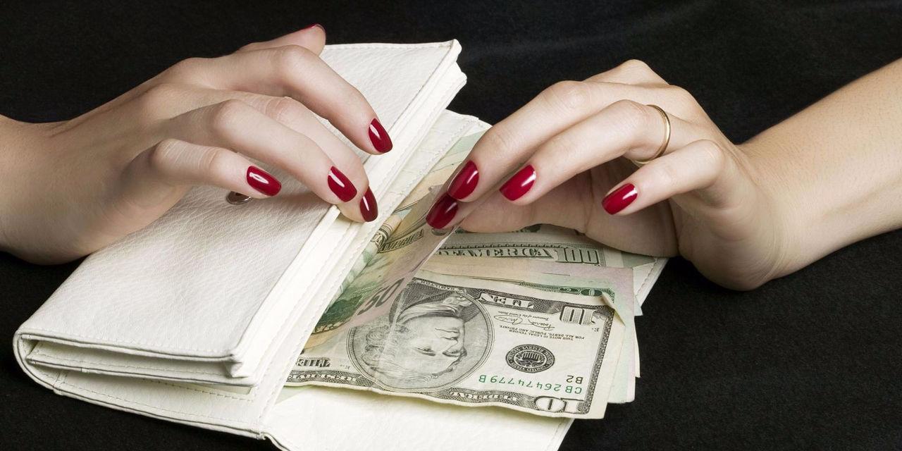 ВВитебске замдиректора школы 13 лет воровала избюджета