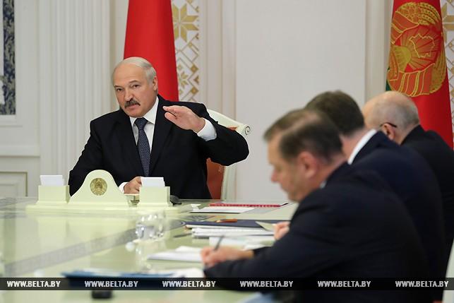 Заработной платы вбанках должны соответствовать уровню постране— Лукашенко