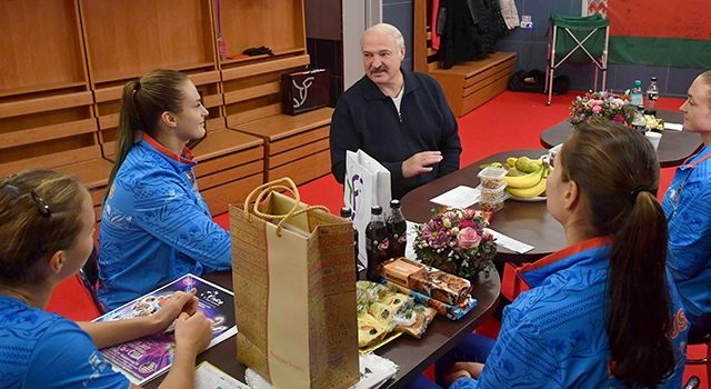 Лукашенко пришел поддержать теннисисток