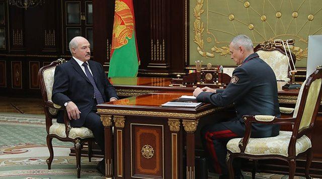 Тот дал ценные указания: Шуневич принес Лукашенко клюшки, сделанные зэками