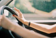 девушка за рулём