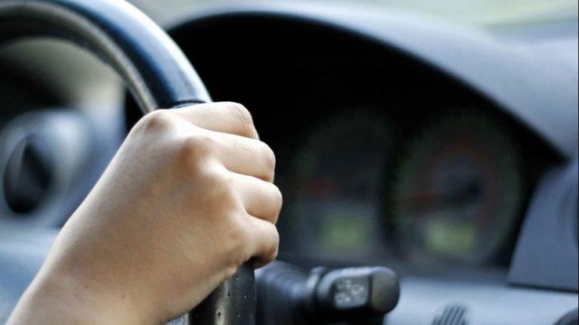 подросток за рулём