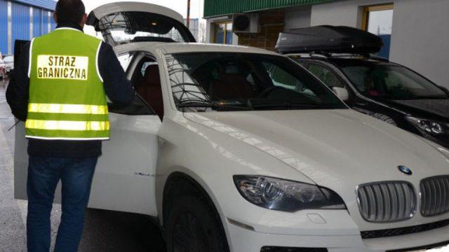 Польские таможенники вПП «Бобровники» изъяли убелорусов БМВ X6
