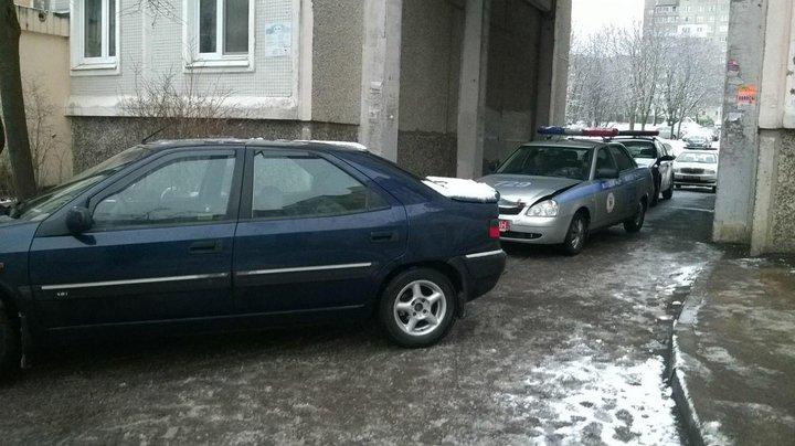 Нетрезвый минчанин задним ходом на Ситроэн Xantia таранил автомобиль ГАИ