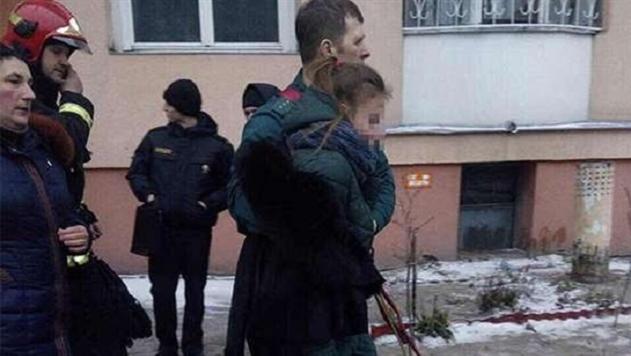 Девочка и спасатель