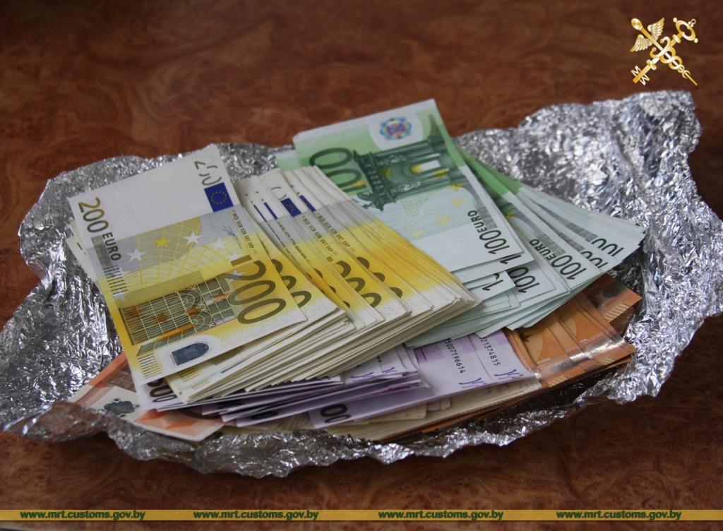 деньги в конфетах