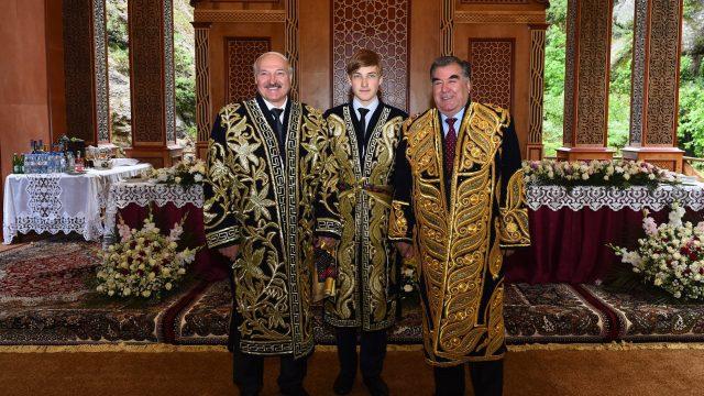 Лукашенко в чапане