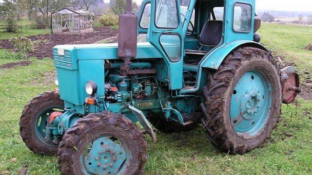 наехал на тракторе