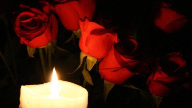 розы и свеча