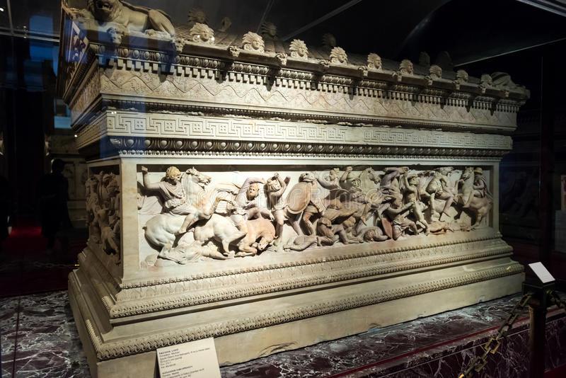 Черный саркофаг ибелая голова: вАлександрии отыскали  огромное  нетронутое захоронение