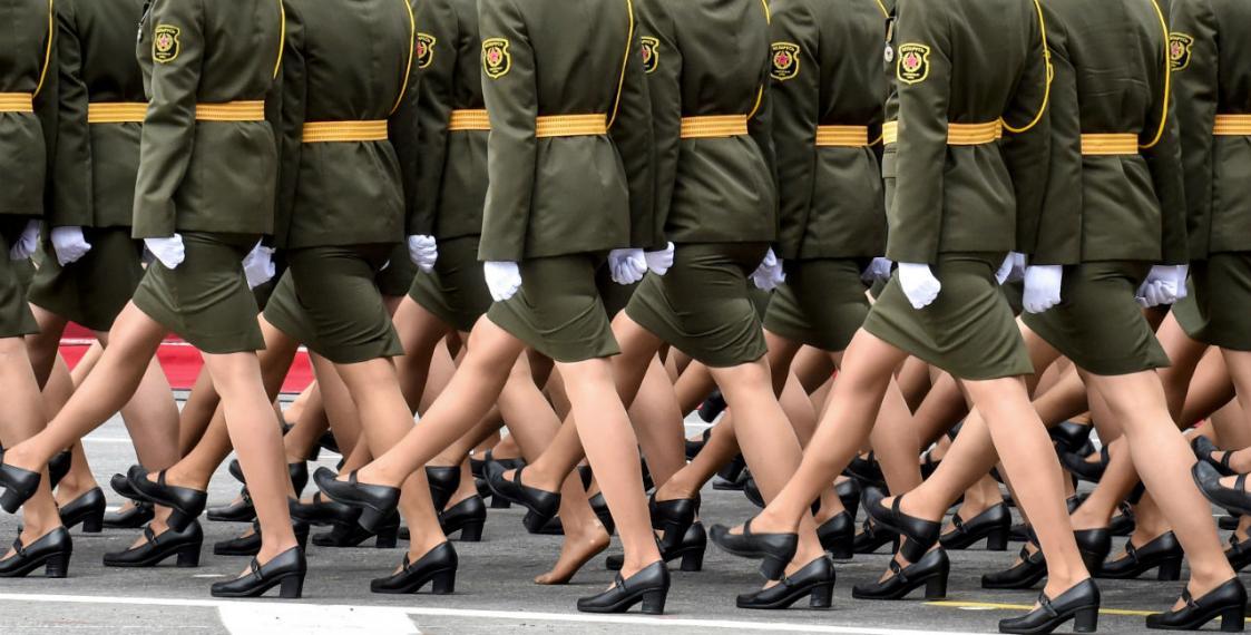 Женщины на параде