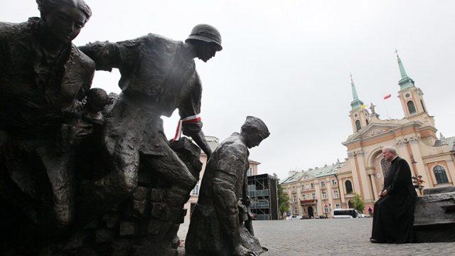снос памятников в Польше
