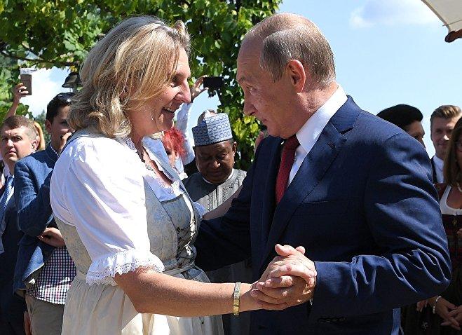 Путин на свадьбе