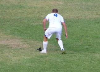 Футболист с бутсой