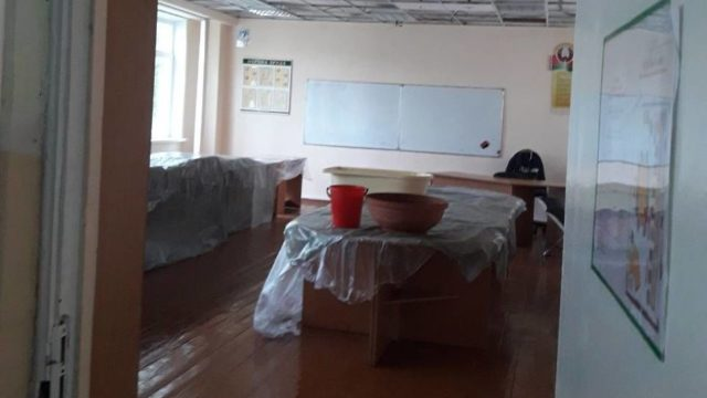 затопило школу