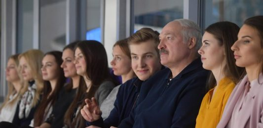 Лукашенко на хоккее